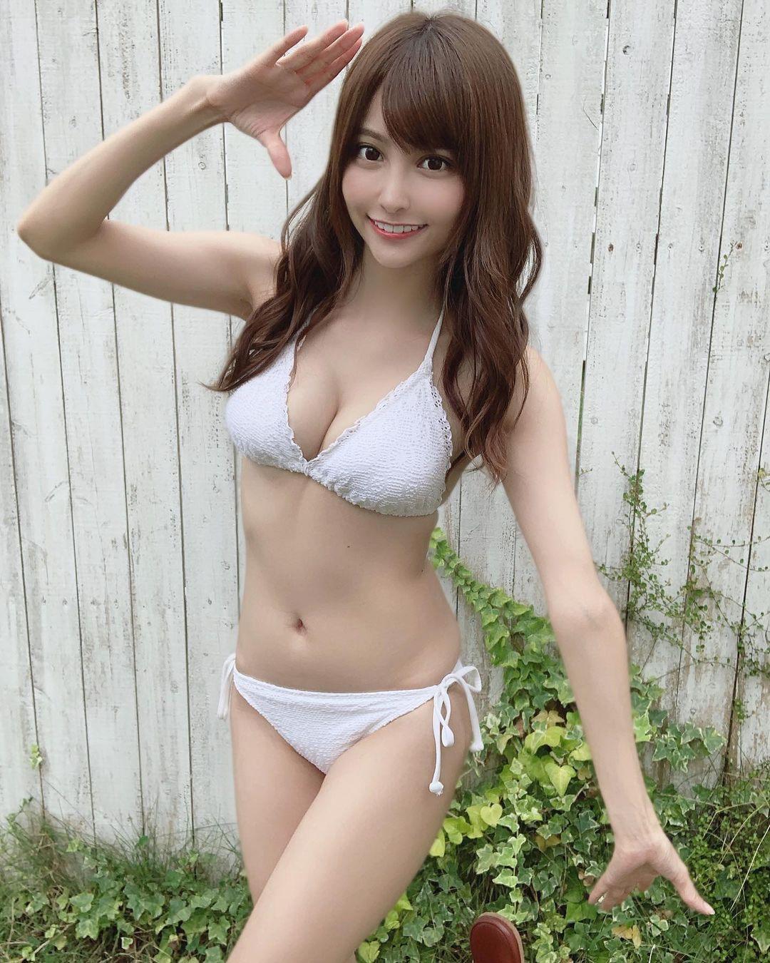 ビキニ水着衣装を披露【花咲れあさん/2020年11月10日】