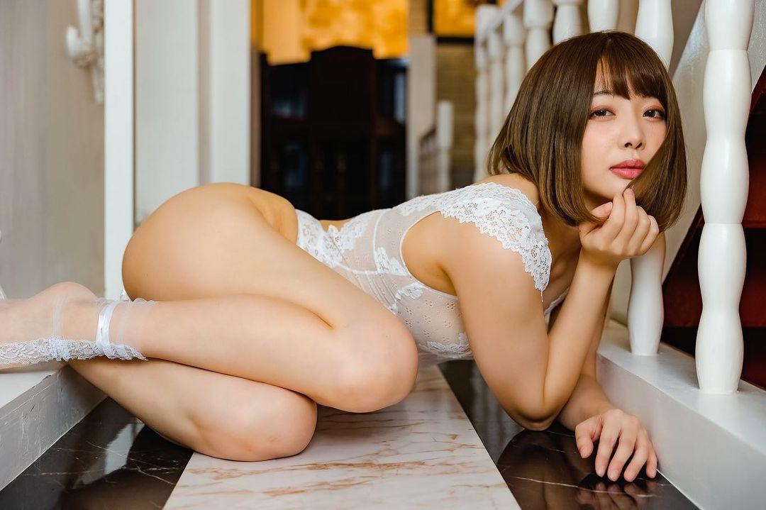 セクシーランジェリー衣装姿を公開【七海さん/2020年12月26日】
