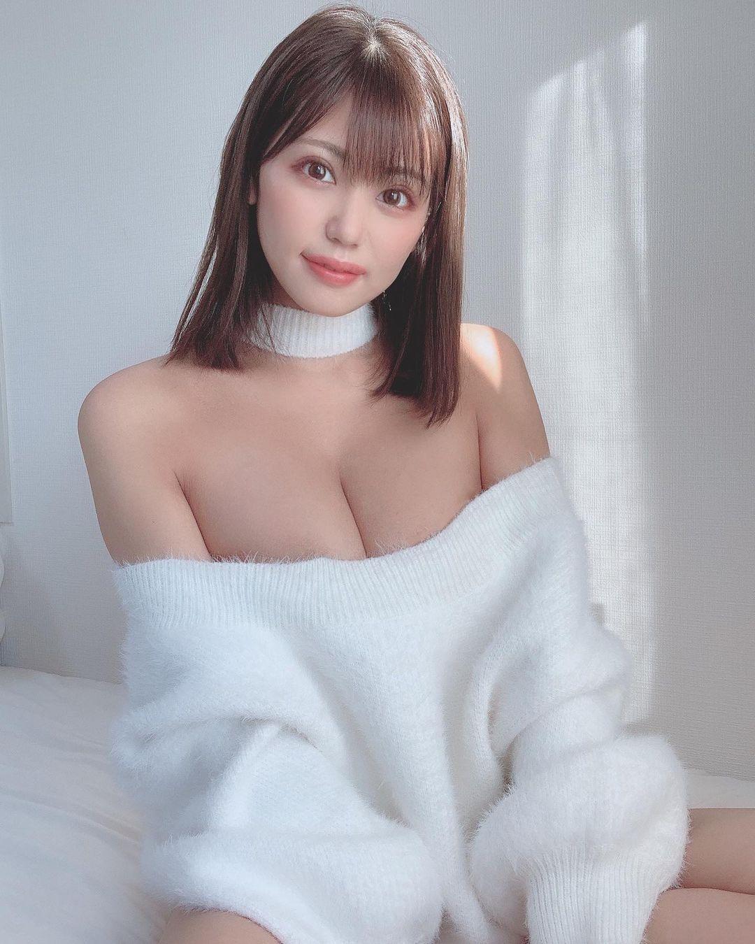 「あっためて?」セクシーショットを公開【篠原冴美さん/2020年12月26日】