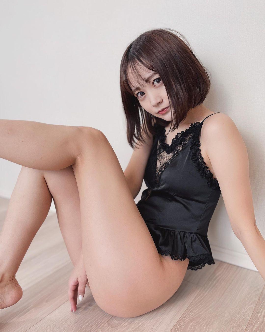 「可愛いの多くてほかにないからお気に入り」セクシーなランジェリー姿を披露【浜田翔子さん/2021年1月24日】
