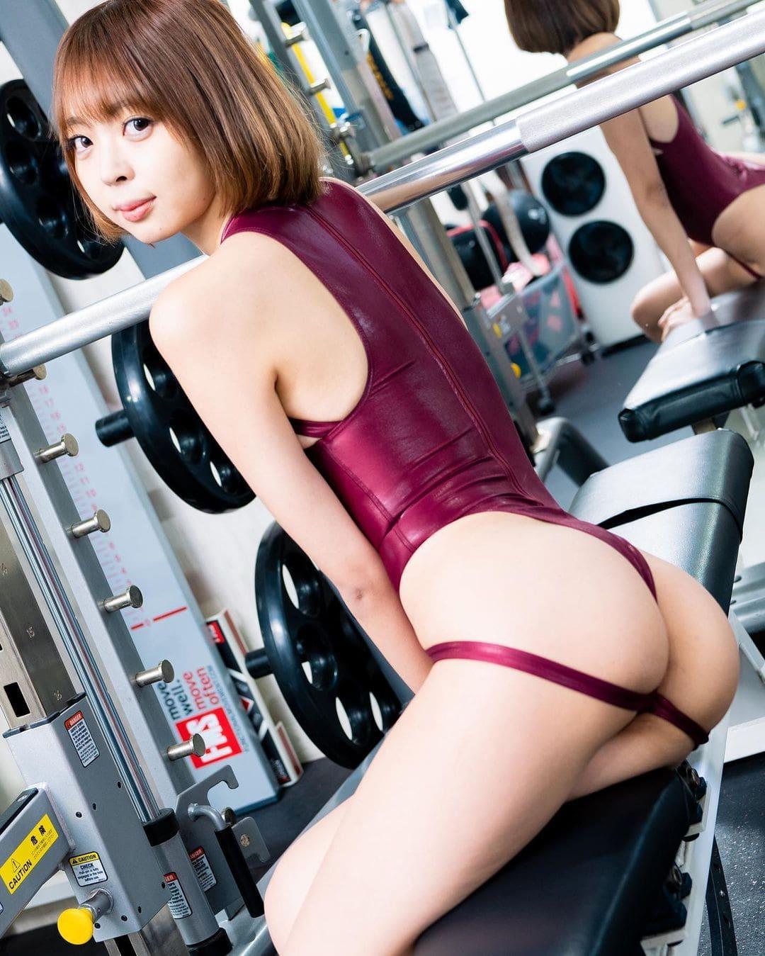 「ジムで競泳」セクシー衣装で美尻を披露【東堂ともさん/2021年1月25日】