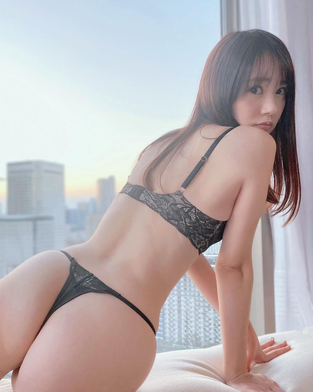 「あげていなかったシリ。」セクシー美尻ショットを公開【浜田翔子さん/2021年1月28日】