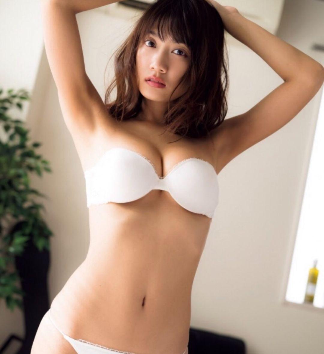 「グラビアアイドルぽい」引き締まった美ボディを披露【石原由希さん/2021年1月29日】