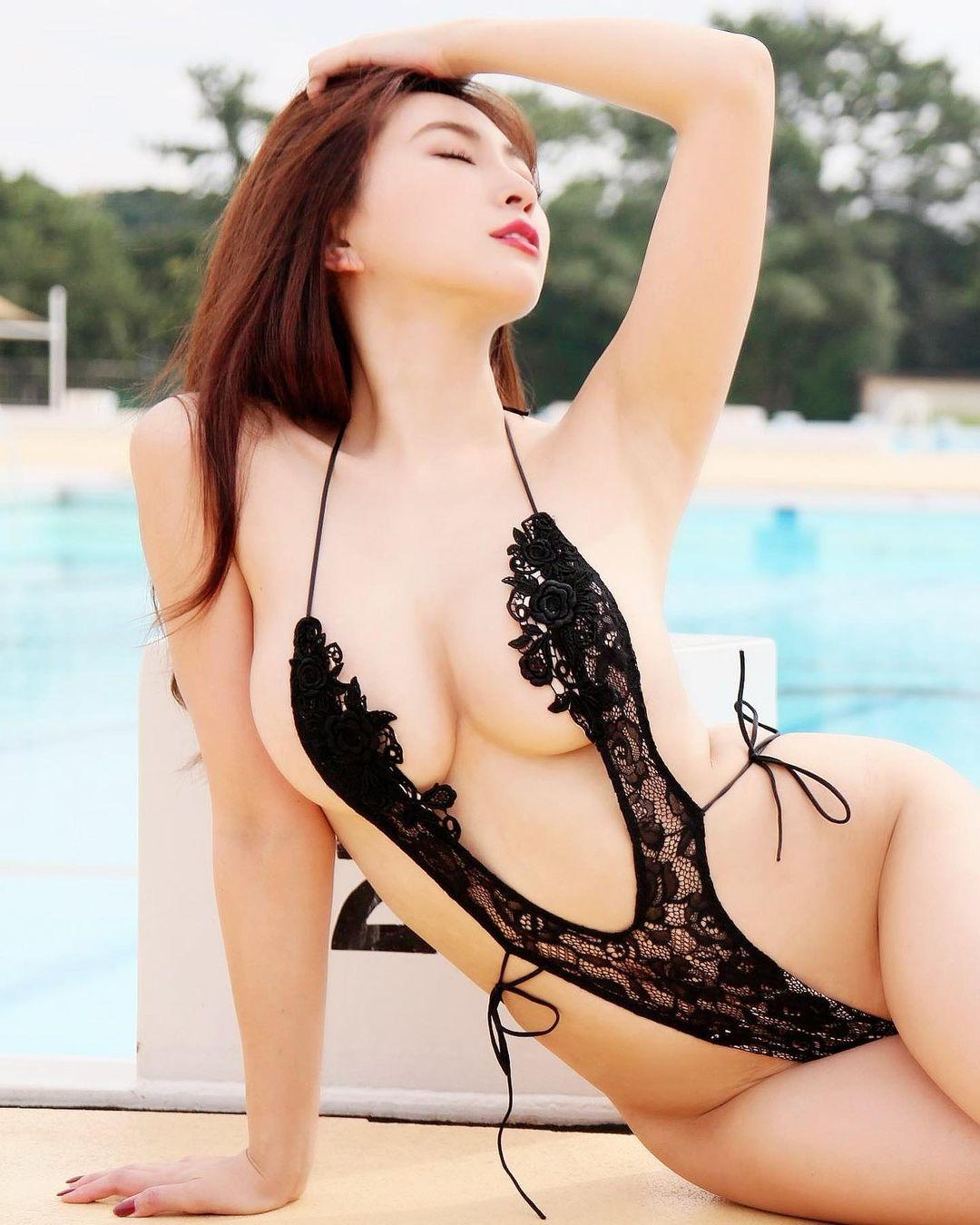 セクシー水着衣装でファンを魅了【森咲智美さん/2021年1月4日】