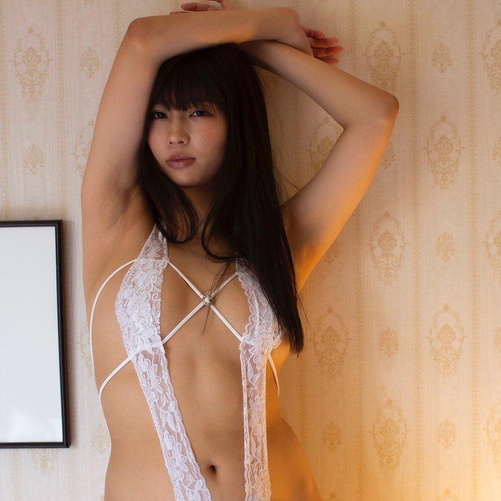 セクシーなランジェリー姿を披露【水池愛香さん/2021年1月5日】