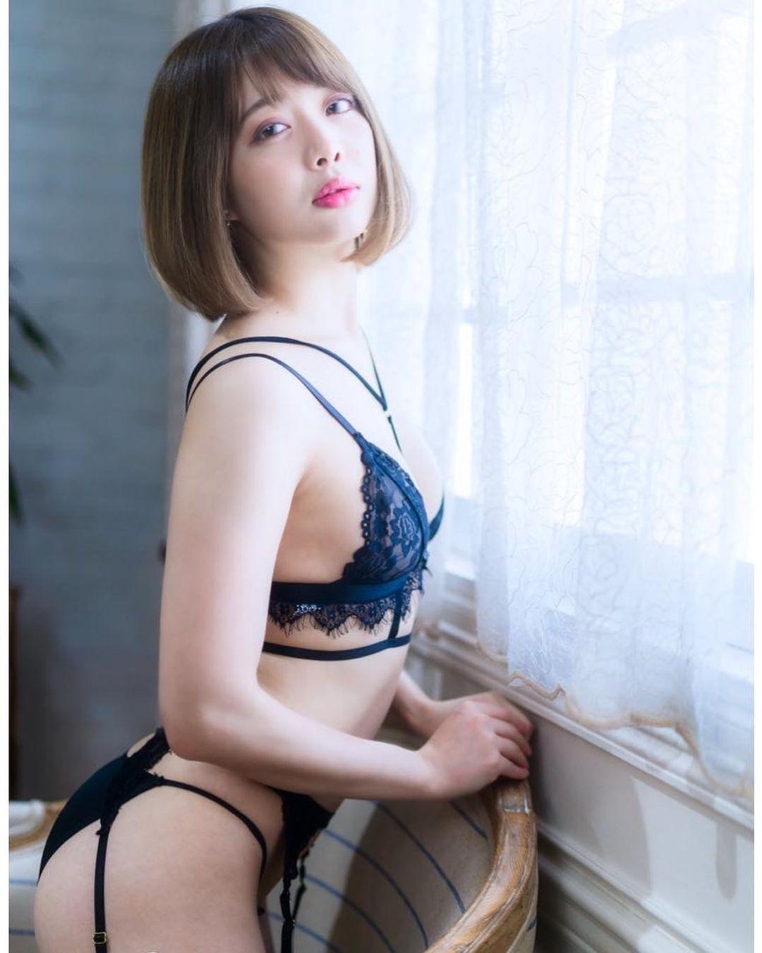 セクシーな黒ランジェリー姿を披露【七海さん/2021年1月13日】