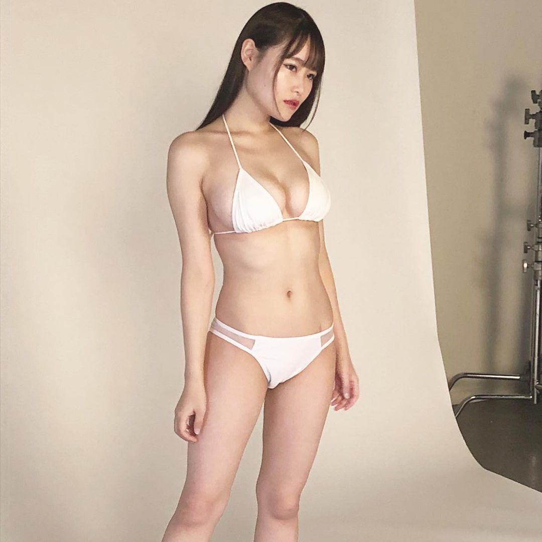 「ぜひGETして下さい」雑誌『EXMAX!』グラビア撮影風景を公開【東坂みゆさん/2021年2月1日】