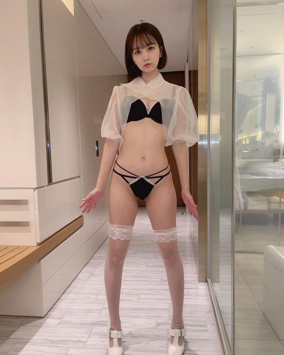 「今日は半袖でもいい感じ」セクシー衣装で抜群のスタイルを披露【浜田翔子さん/2021年4月3日】
