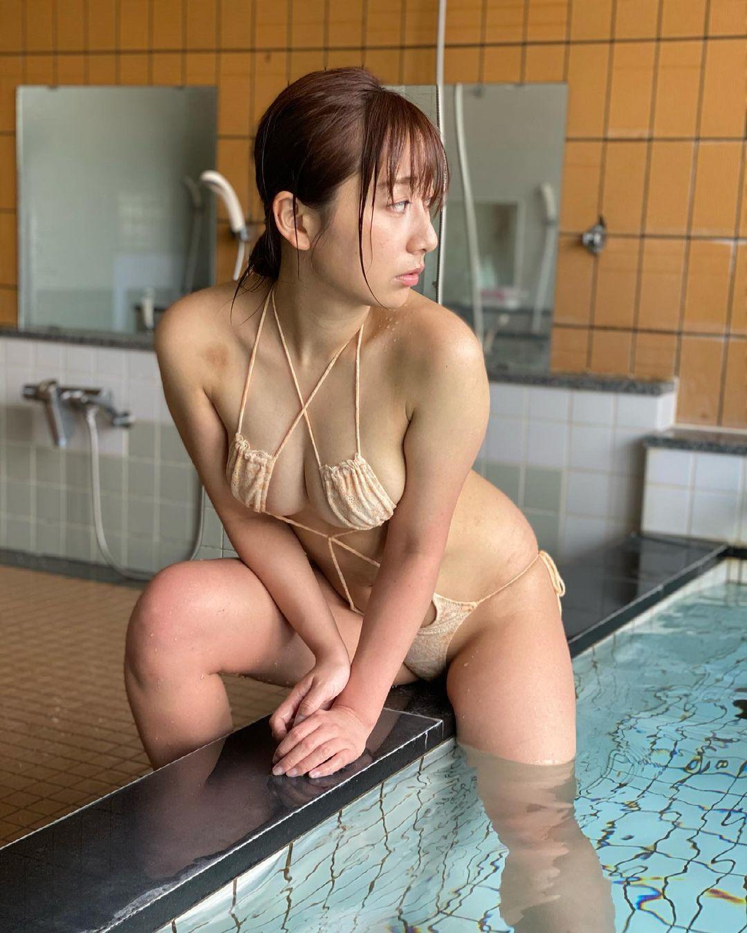 「えちむち。」セクシーお風呂グラビアショットを公開【足立華さん/2021年4月13日】