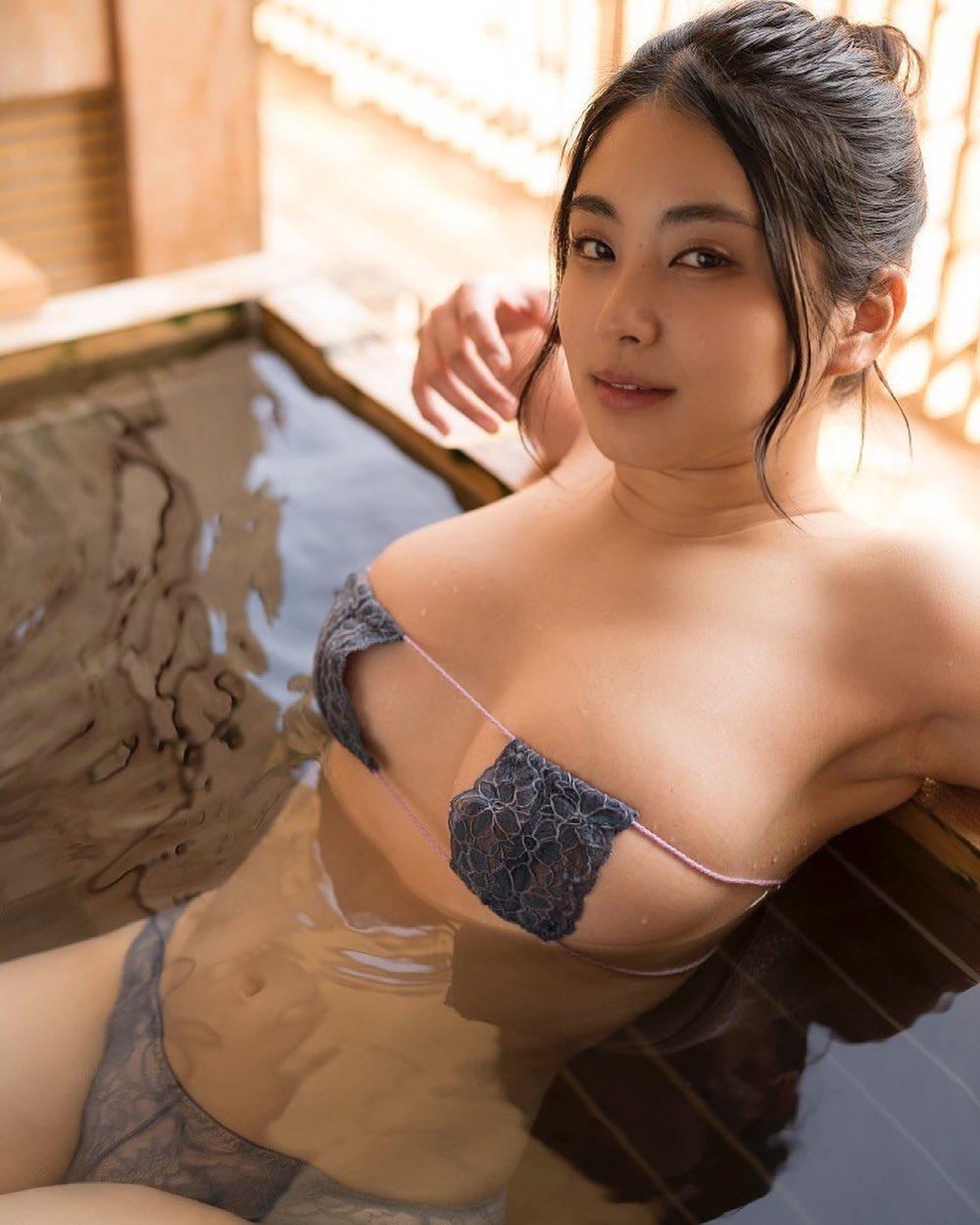 「トロたんのここ空いてますよ」セクシーお風呂グラビアショットを公開【トロたんさん/2021年4月13日】