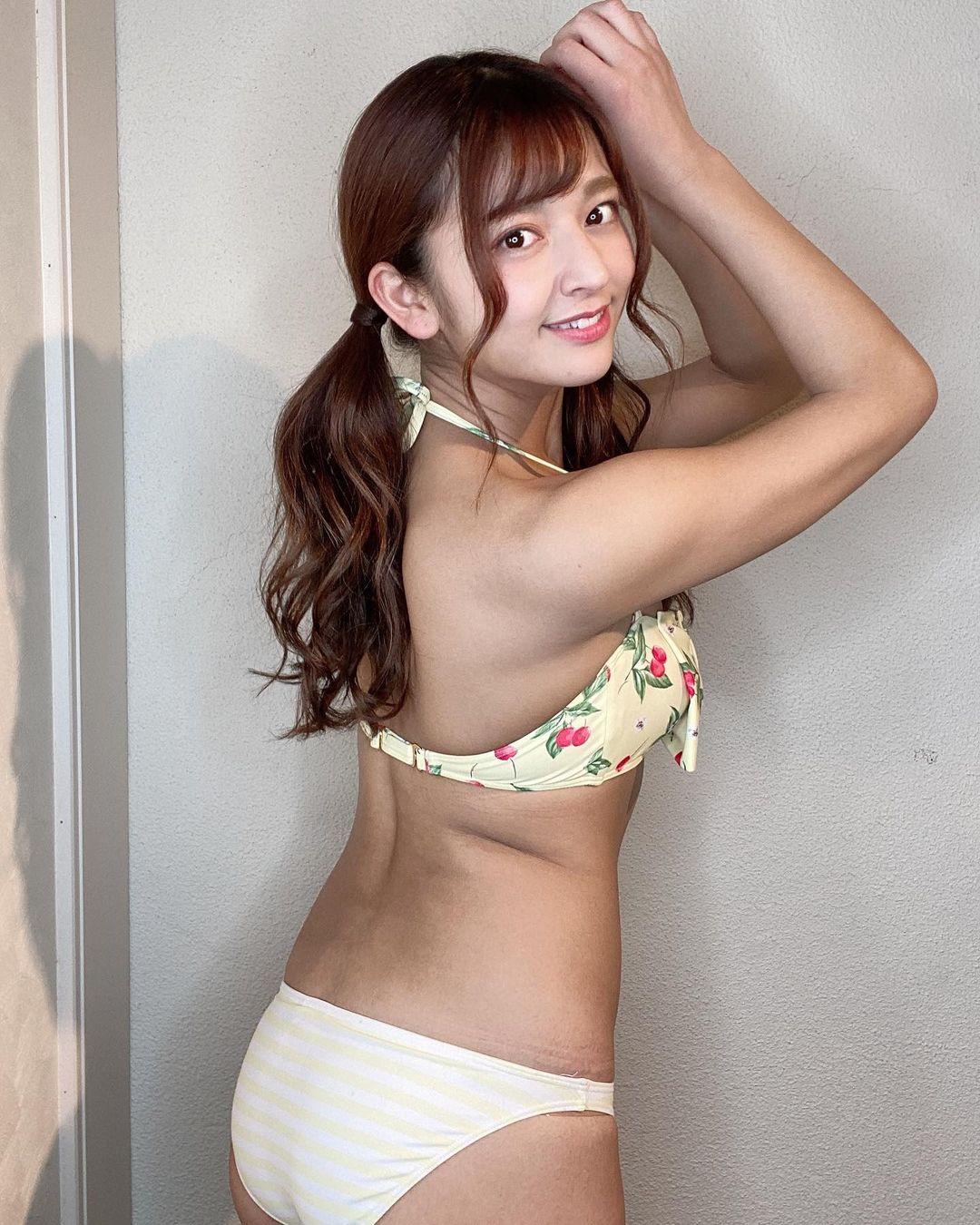 「おしり❤︎❤︎❤︎」セクシービキニショットで美尻を披露【徳江かなさん/2021年4月23日】