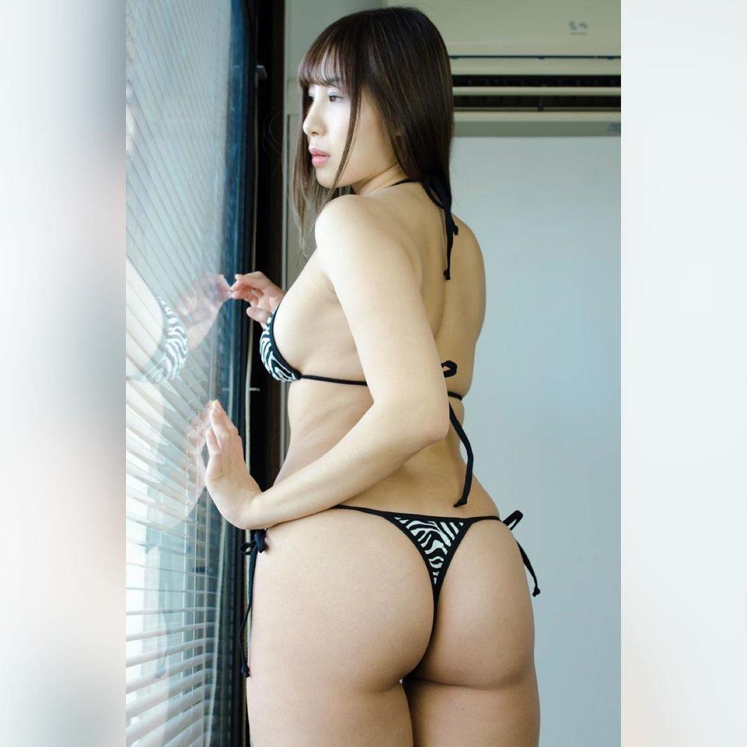 色気溢れるセクシー美尻ショットを公開【柊木里音さん/2021年4月25日】