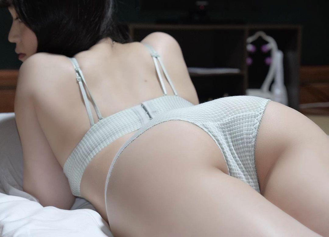 「ぷる尻 後ろから…」セクシーバックショットで美尻を披露【白藤有華(おゆか)さん/2021年5月18日】