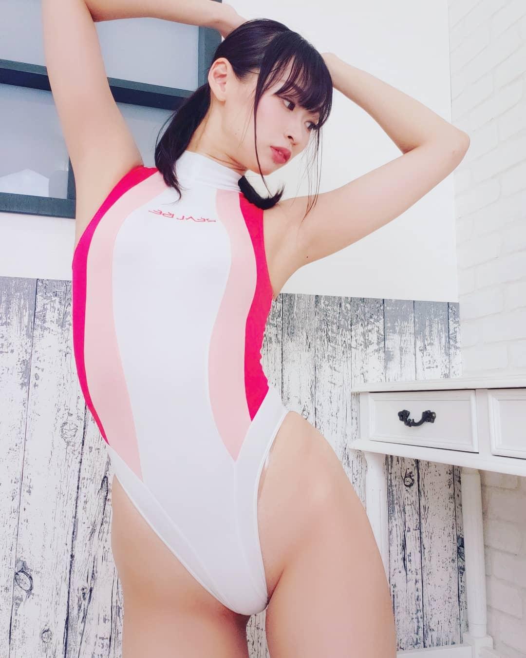 「暑いと泳ぎたくなる~」競泳水着ショットでファンを魅了【日野アリスさん/2021年5月25日】