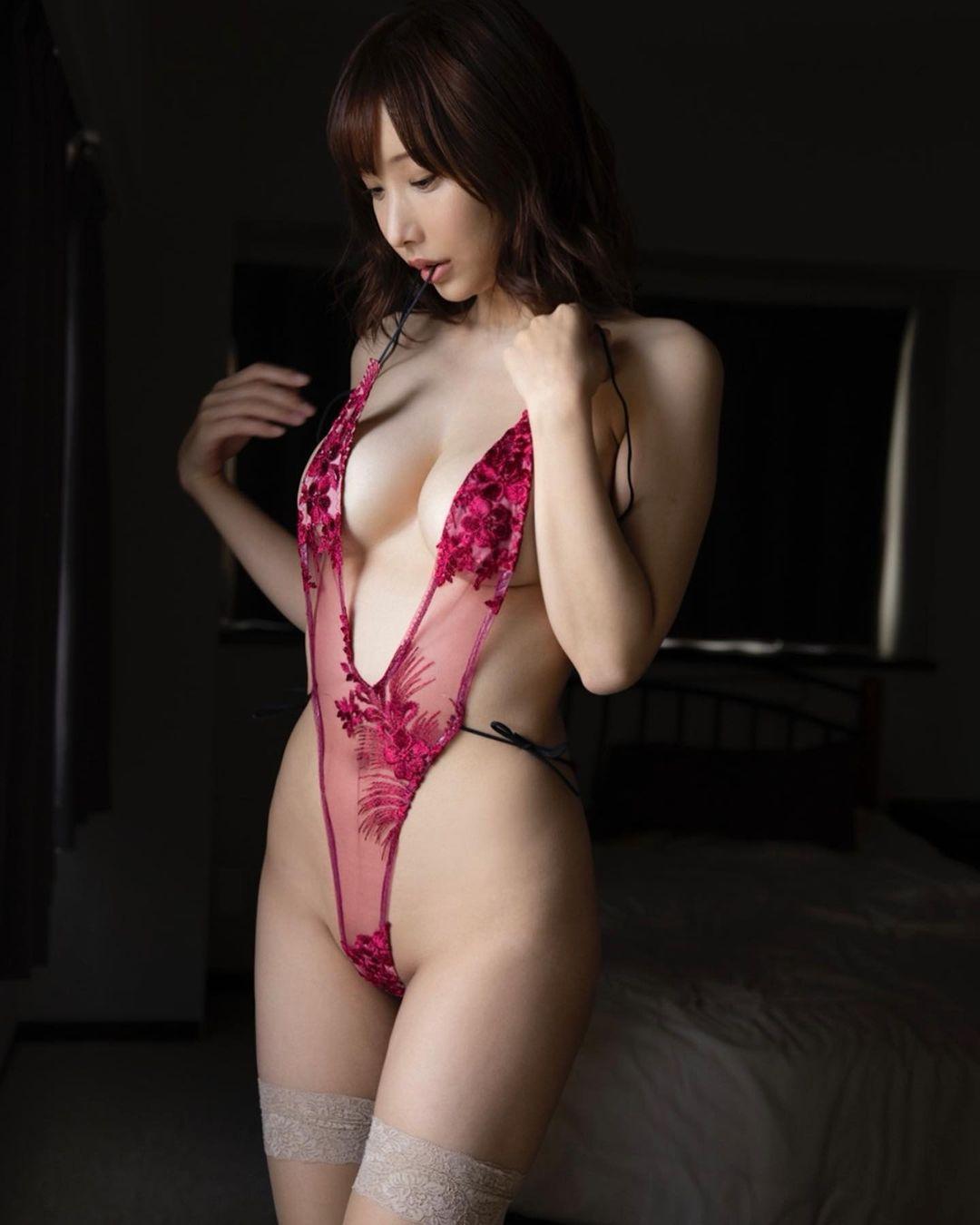 「Amazon・楽天・東京リリーのランキングで1位になれて嬉しいです」セクシー衣装姿でファンにDVD購入者へ感謝を報告【花咲来夢さん/2021年5月26日】