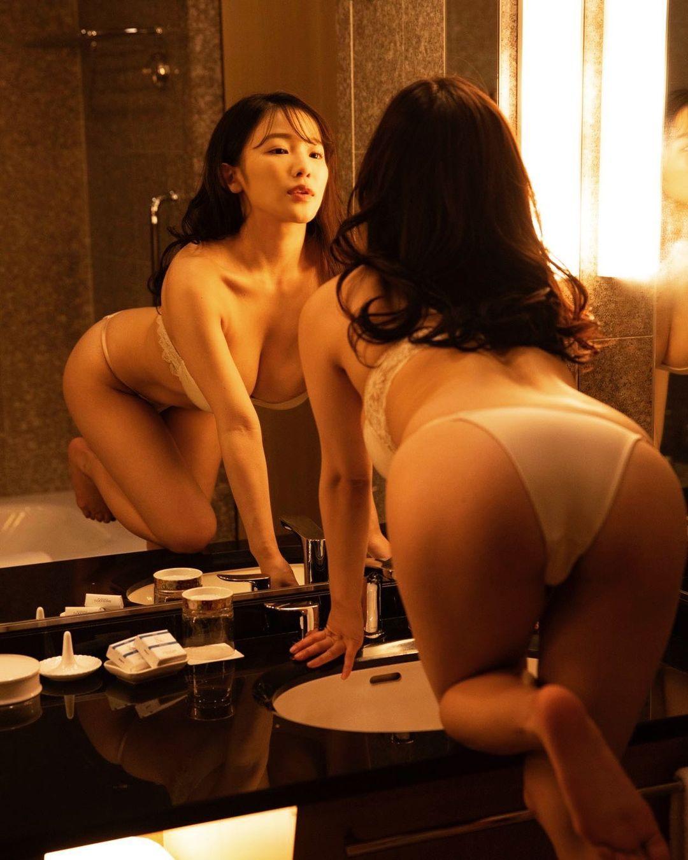 「悩殺確定」「素晴らしい」鏡ごしランジェリーショットにファン歓喜【天木じゅんさん/2021年5月29日】