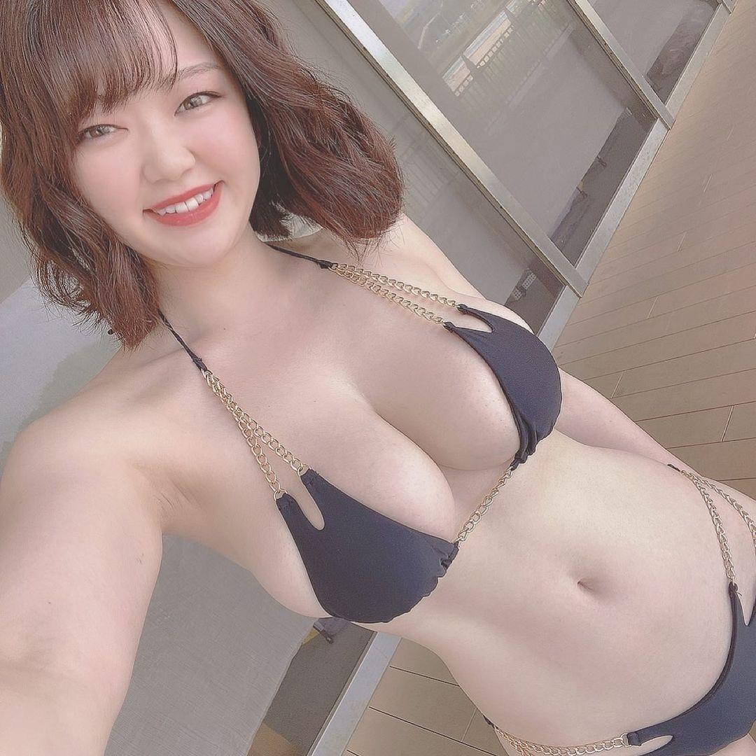「ゴージャス」「健康美」チェーンビキニショットにファン歓喜【山岸楓さん/2021年6月5日】