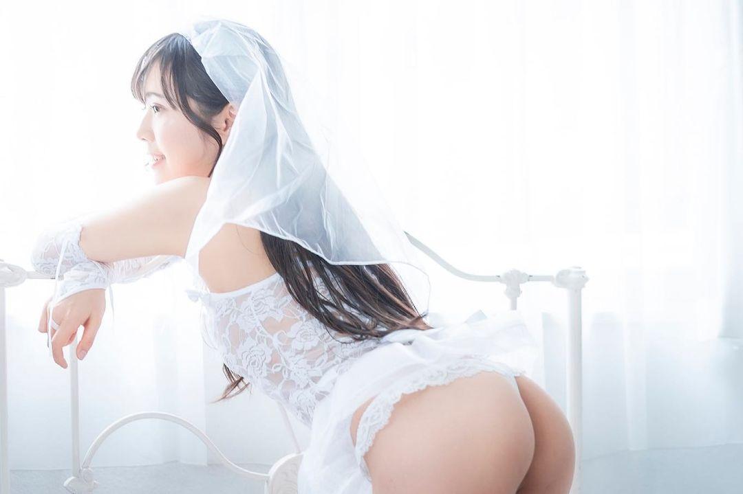 「たまんない」「奥さんになって」セクシーウェディングドレス姿で美尻を披露【田中みかさん/2021年6月11日】
