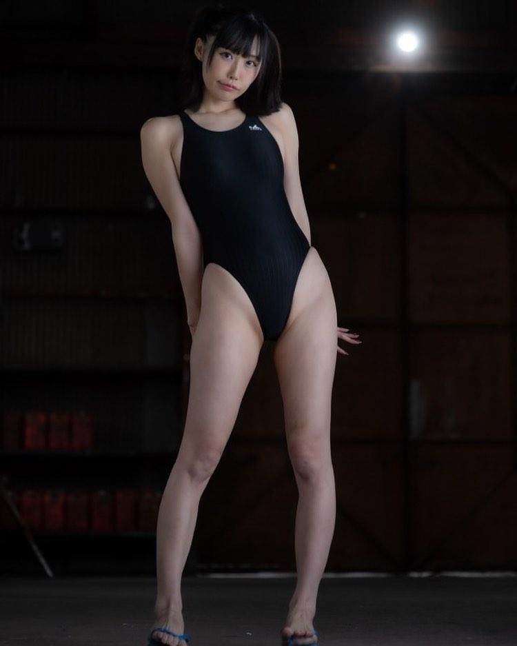 「スタイル良い」「脚綺麗」ハイレグ競泳水着姿にファン歓喜【稲森美優さん/2021年7月16日】