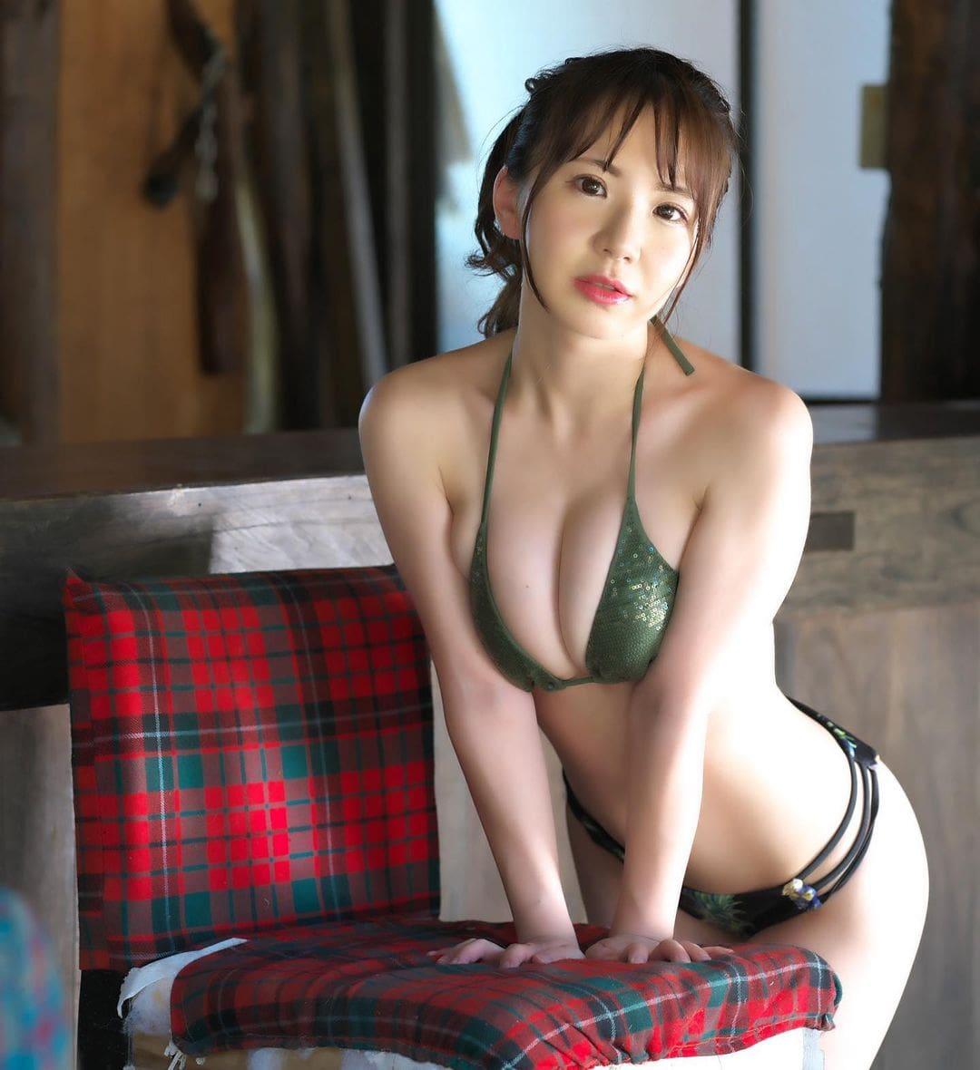 「野球の日韓戦燃えたあああ」セクシービキニ姿で侍ジャパンを応援【相良朱音さん/2021年8月5日】