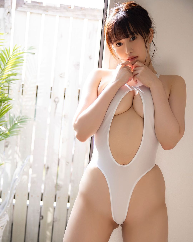「1位になって撮り下ろしグラビアとデジタル写真集を発売したいのです!」『変形水着が日本一似合うグラドル総選挙』をPR【伊藤しずなさん/2021年8月16日】