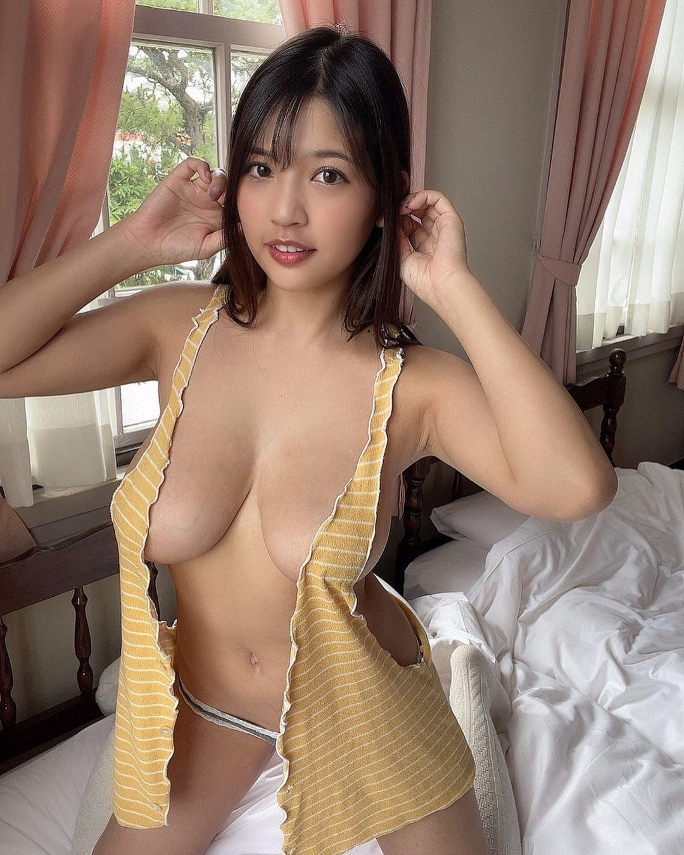 「セクシー過ぎ」「最高」ギリギリ衣装姿で美ボディを披露【藤乃あおいさん/2021年9月26日】